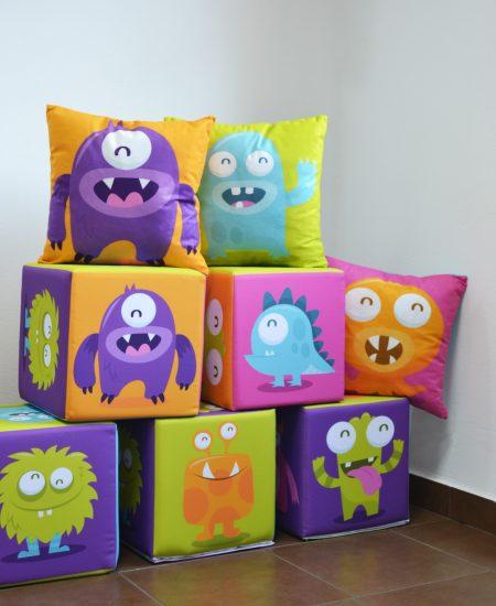 kostki pufy fotopufy dla dzieci poduszki stworki